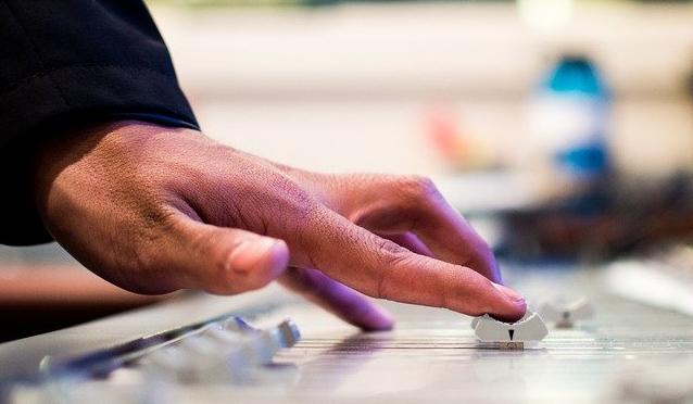 みつ プロデューサー つき 音楽